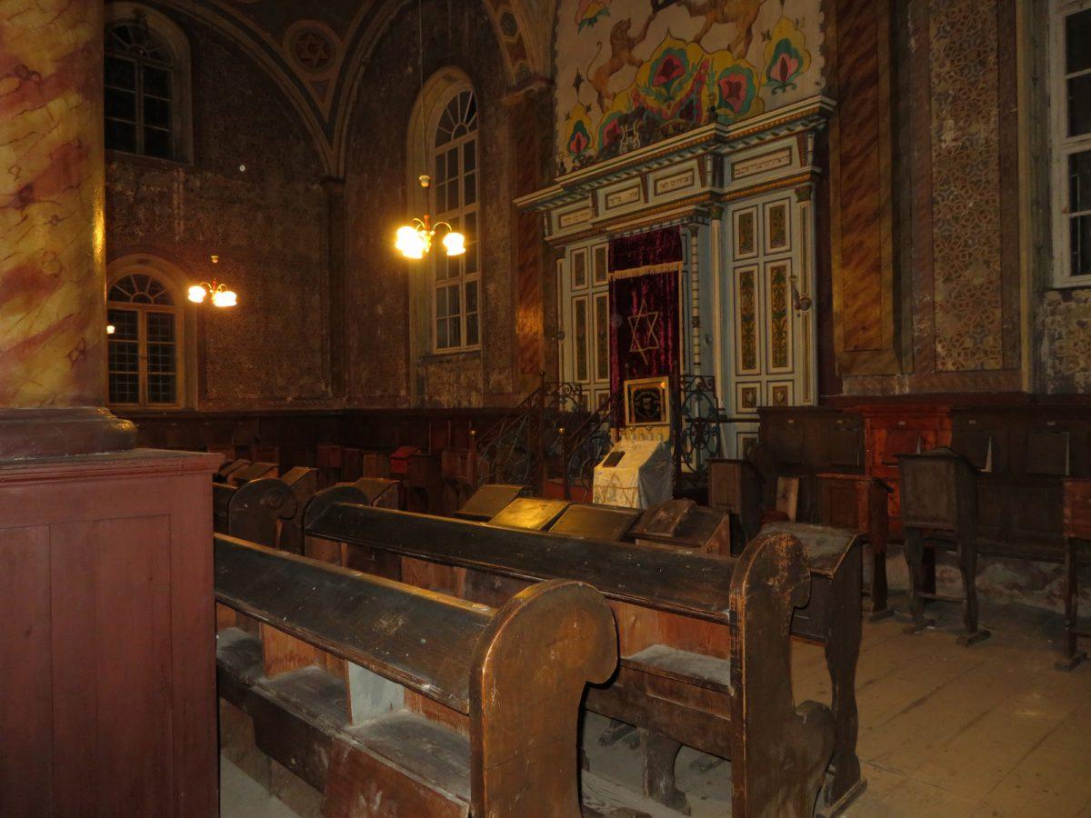 פנים בית הכנסת בעיריה חוסט