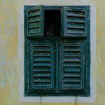 משגיח מן החלונות מציץ מן החרכים