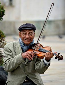 לנגן בכינור